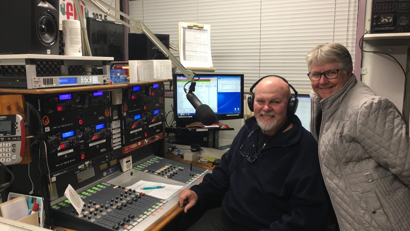Country Muster with Bob and Carol Creedon with Bob & Carol Creedon on Fraser Coast Community Radio